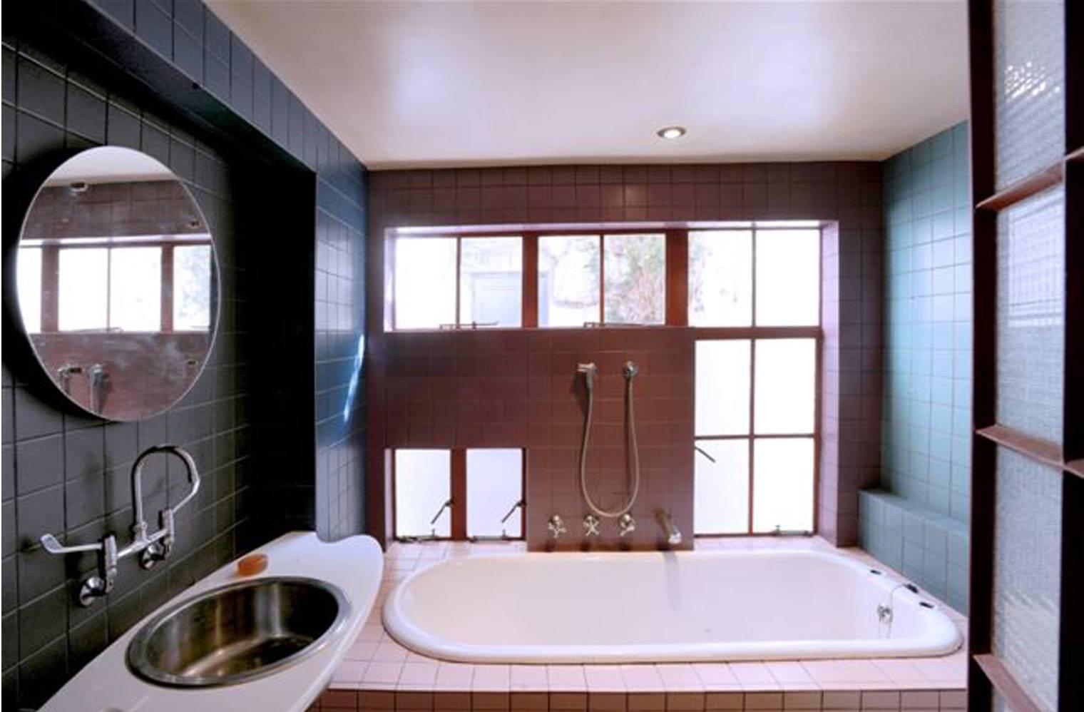 45 Leeuwen Street - Downstairs Bathroom